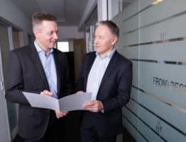 Jan Jørgensen (til venstre) sammen med CEO for FRONTPEOPLE A/S, Peter Thyssen.